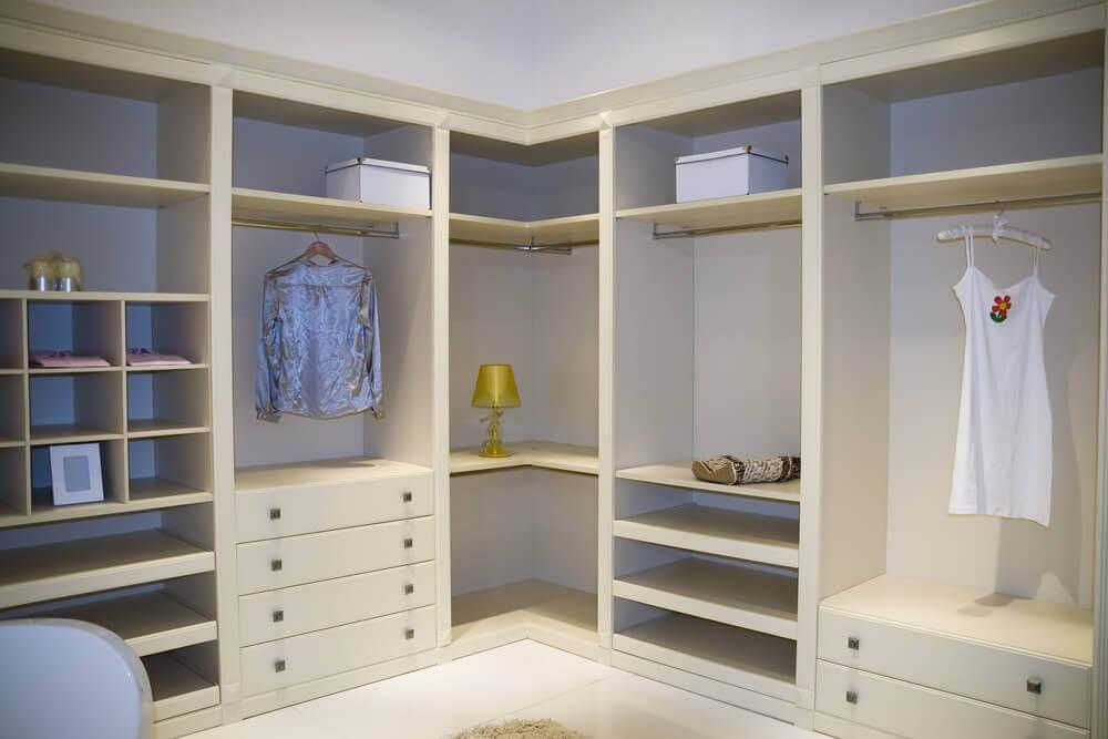 מדוע כדאי לפנות חדר בבית לטובת חדר ארונות